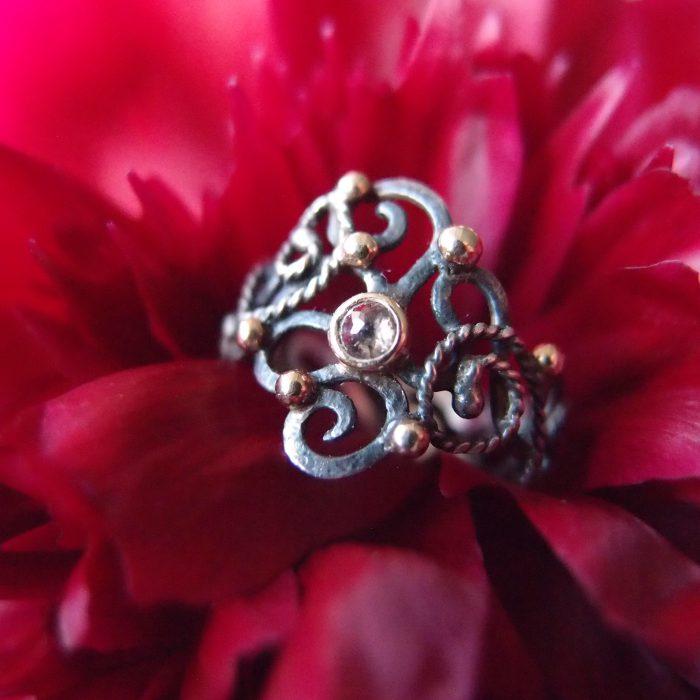 bajkowo azurowy pierscionek z diamentem