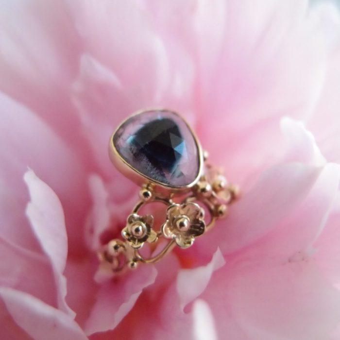inspirowany secesją pierścionek dla marzycielki