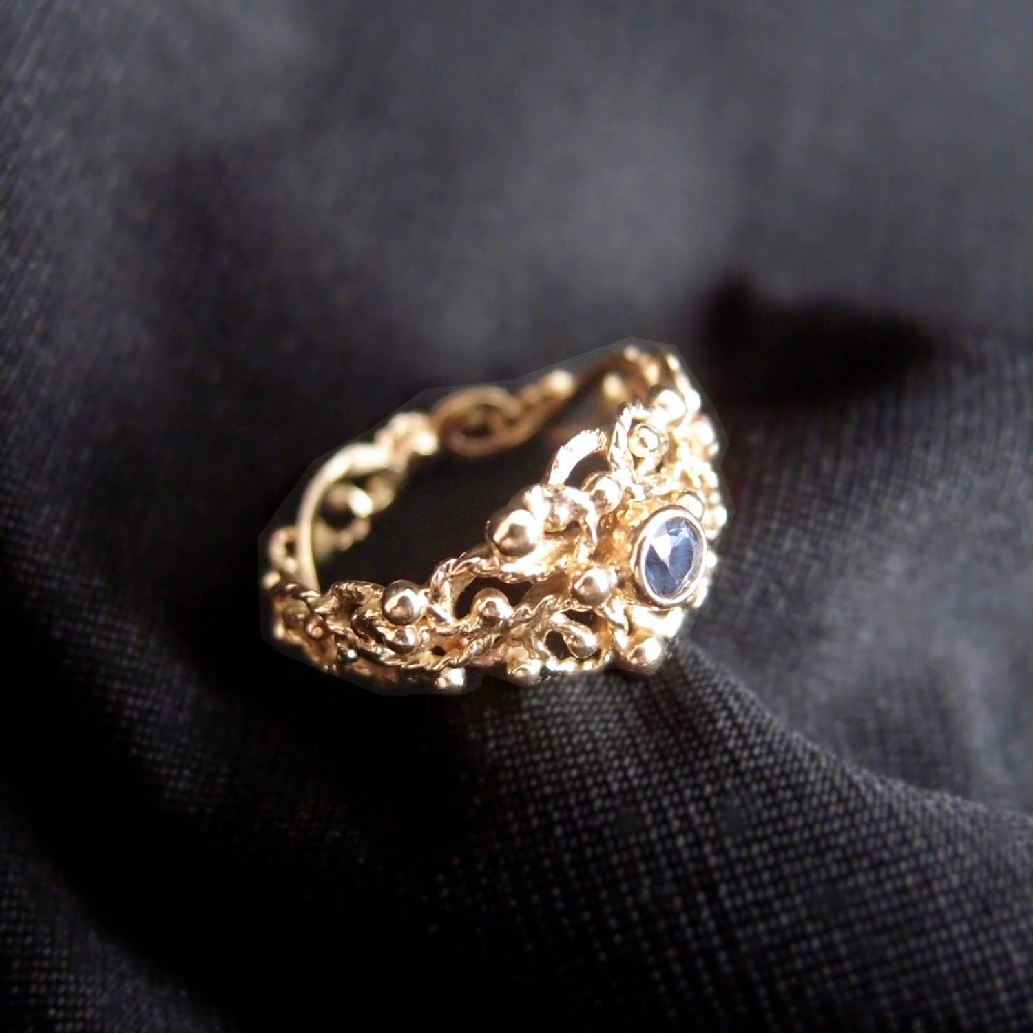 organic gold ring with blue sapphire by Lookrecya