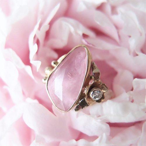 romantyczny złoty pierścionek z różowym turmalinem by Lookrecya
