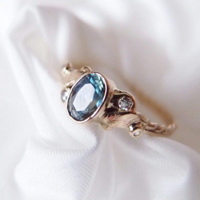 złoty pierścionek z szafirem dla marzycielki