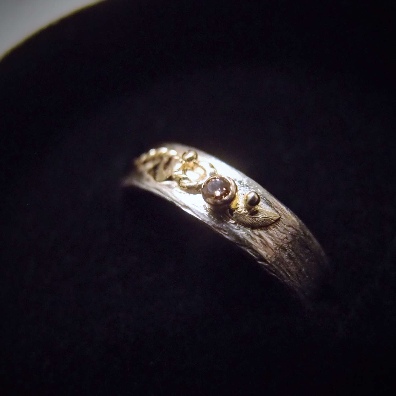 Wedding ring with diamond and gold leaf