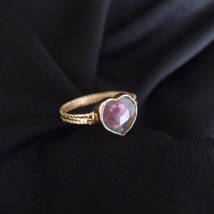 Gold ring with tourmaline heart by Lookrecya