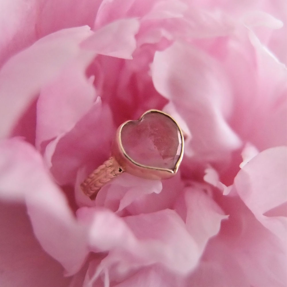 Dream ring with tourmaline heart in gold