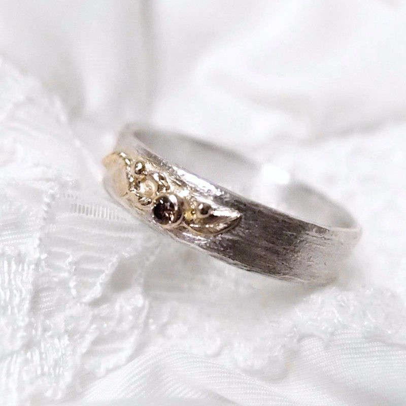 Jesienna obrączka ze srebra i złota z diamentem