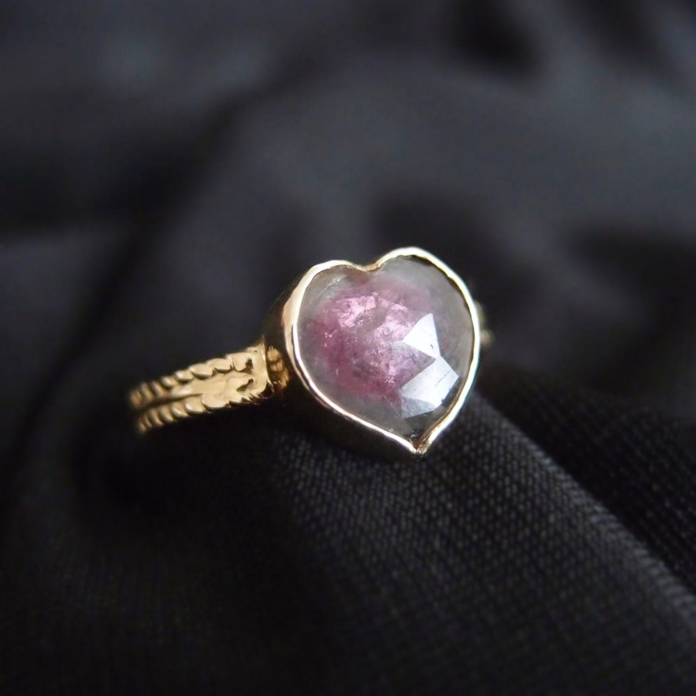 Kobiecy pierścionek z sercem z turmalinu