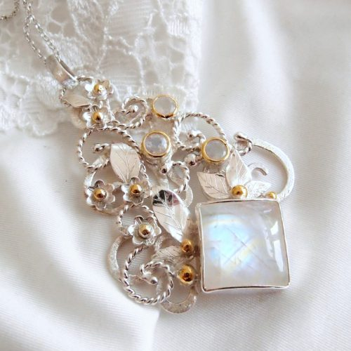 medalion z kamieniem księżycowym dla marzycielki