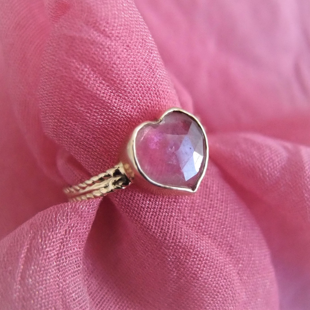 Złoty pierścionek z sercem turmalinowym od Lookrecya