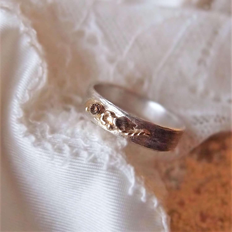 Botanical wedding ring with autumn diamond