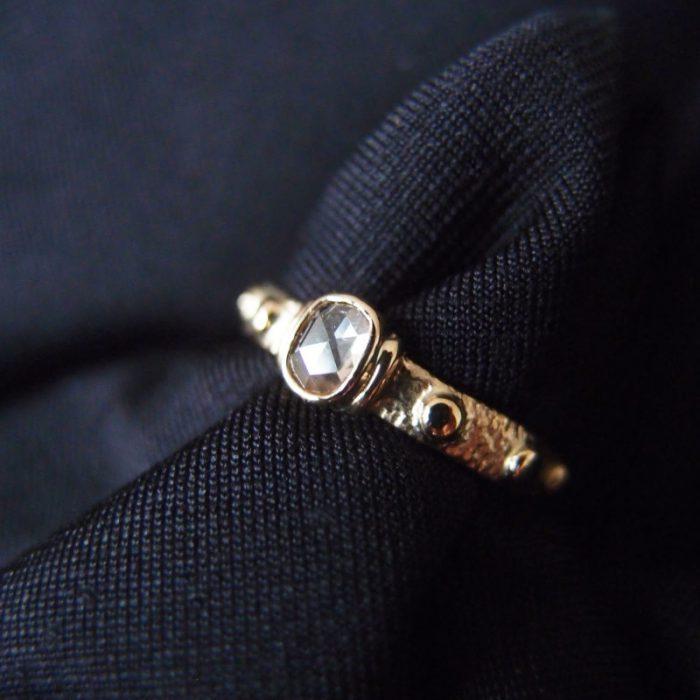 zloty pierscionek rozaniec z diamentem