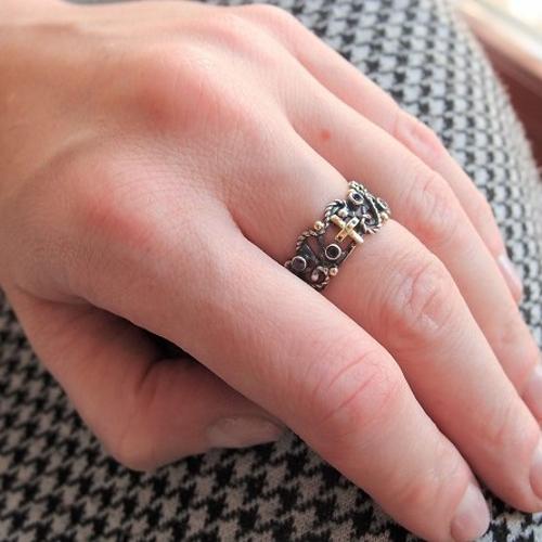 Koronkowy srebrny pierścionek różaniec ze złotem i szafirami od Lookrecya
