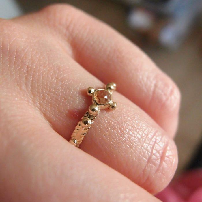 Rosary ring made og gold and diamond