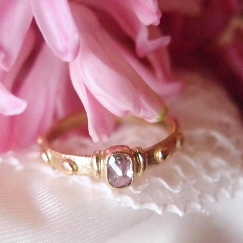 Oryginalny złoty różaniec na palec z różowym diamentem od Lookrecya