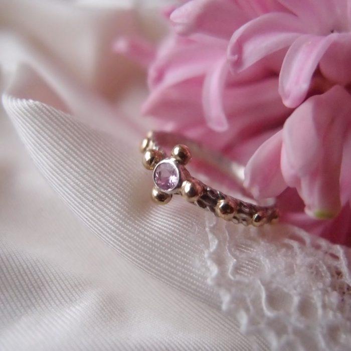 Srebrny pierścionek różaniec w romantycznym stylu