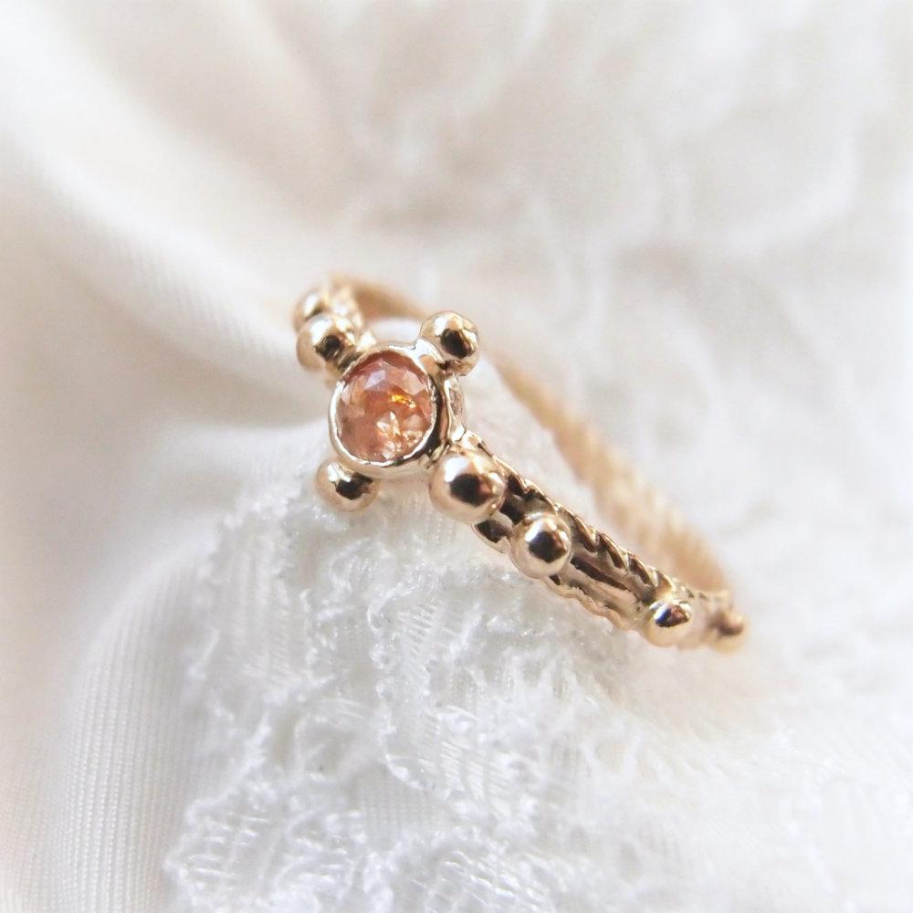 Pierścionek różaniec ze złota z pracowni Lookrecya Dream Jewelry
