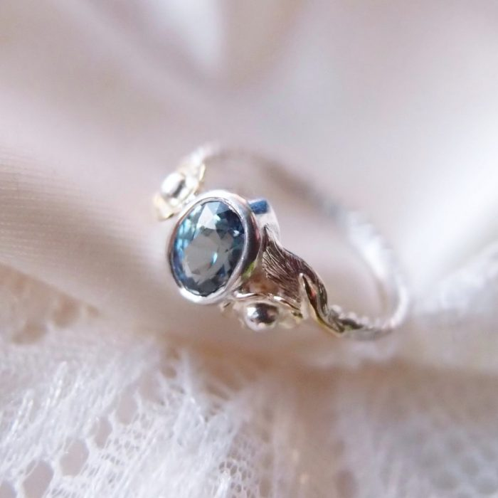 Oryginalny botaniczny pierścionek z szafirem od Lookrecya