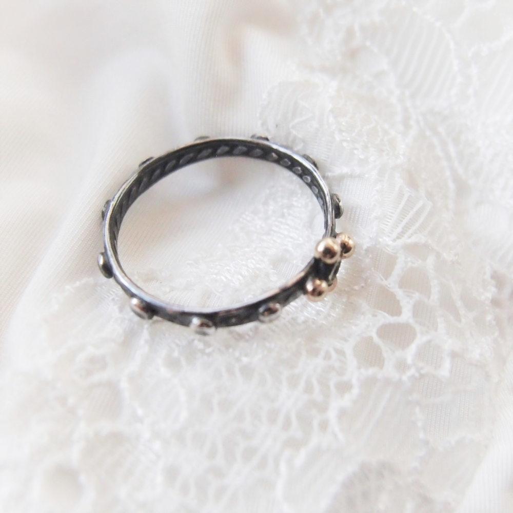 Drobny różaniec na palec z diamentem