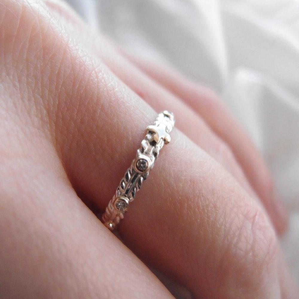 Srebrny różaniec na palec z brylantami