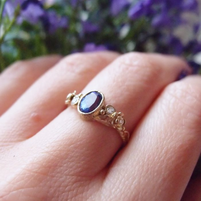 Unique 18k gold ring with tanzanite and diamond flowers