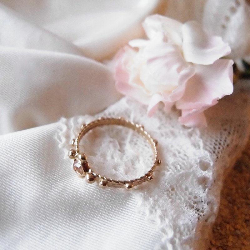 Romantyczny złoty pierścionek różaniec z diamentem