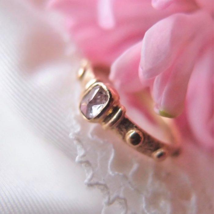 Złoty różaniec na palec z różowym diamentem - gold-rosary-ring-with-diamond
