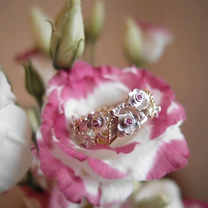 Botanical ring with flowers by Lookrecya