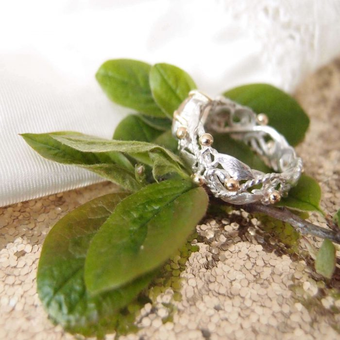 Botanical silver and gold rosary ring handcrafted by Lookrecya
