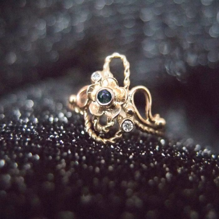 Botanical engagement ring inspired by Art Nouveau handcrafted by Lookrecya