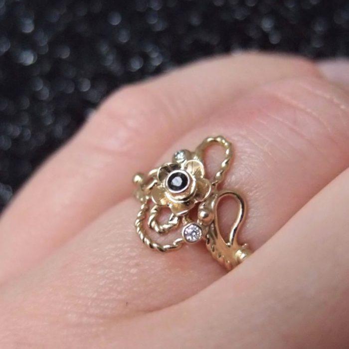 Oryginalny złoty pierścionek z kwiatem i diamentami od Lookrecya Dream Jewelry