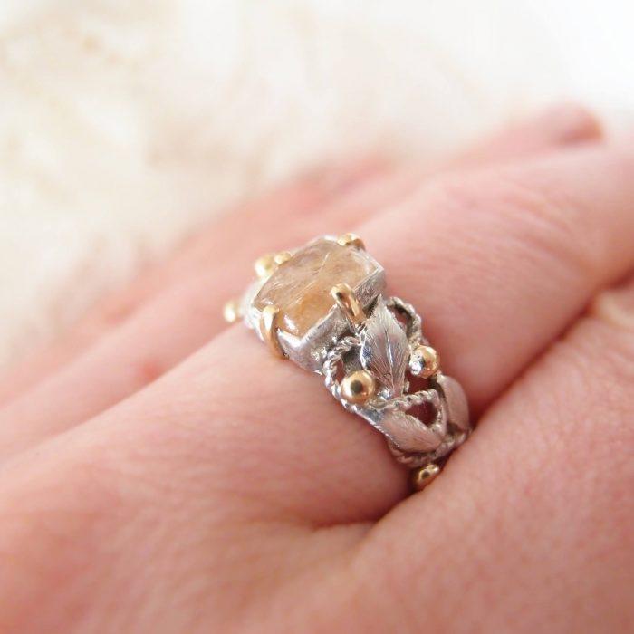 Pierścionek różaniec na palec ze srebra i złota od Lookrecya